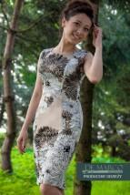 Letnia, modna sukienka w kwiaty De Marco