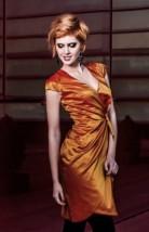 Pomarańczowa drapowana sukienka wizytowa z dekoltem w szpic