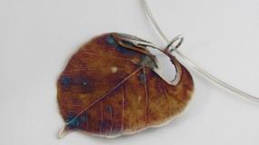 Wisior z liścia zanurzonego w srebrze Wisior unikatowy Wisior srebrny unikat